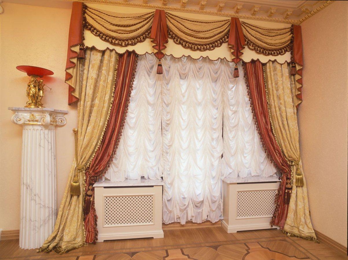 Австрийские шторы в гостинной