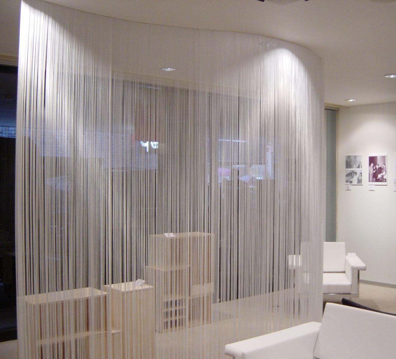 Как правильно и красиво повесить нитяные шторы - фото процесса