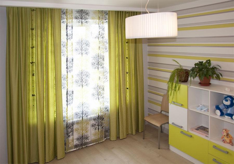 Зеленые шторы в детской