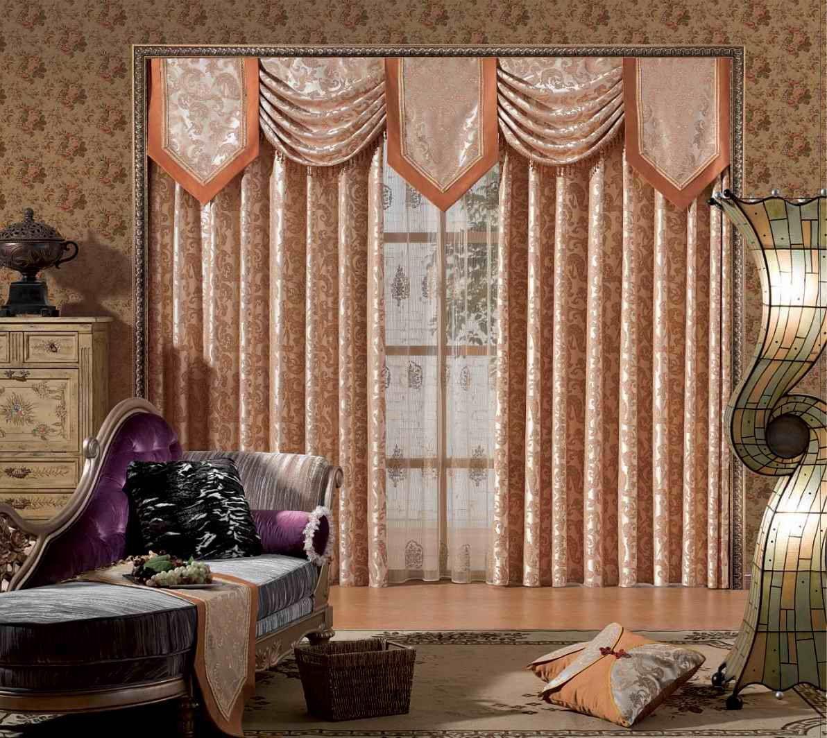 Ламбрекены на шторах из эффектных тканей создают атмосферу роскоши