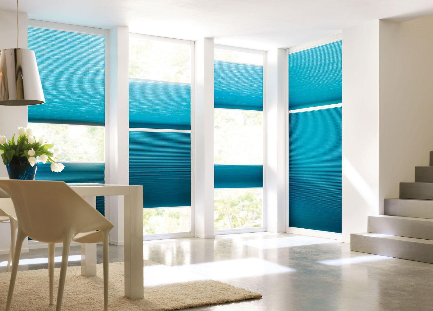 В зависимости от расположения комнаты, шторы плиссе можно крепить на разной высоте