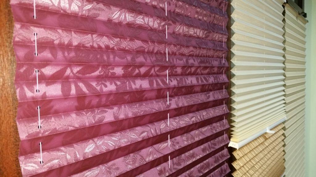 Помимо классических однотонных расцветок можно выбрать шторы с узором, подходящим именно под Ваш интерьер