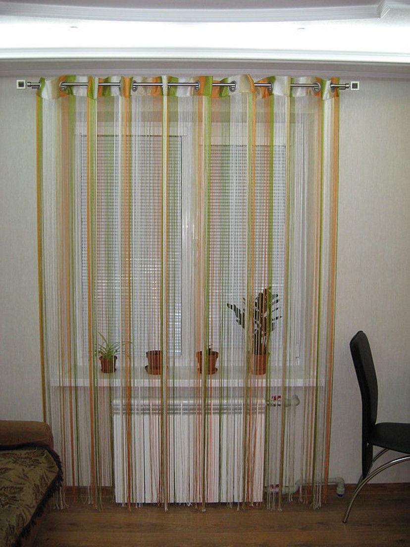 Благодаря тканевой полосе шторы-нити крепятся к любому типу карнизов