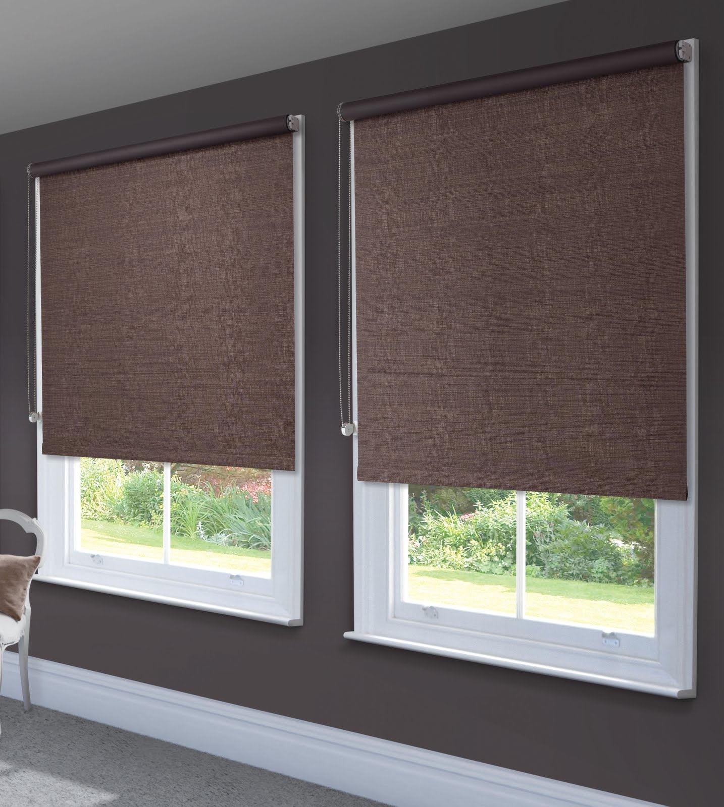 Использование рулонных штор различной конструкции на пластиковых окнах