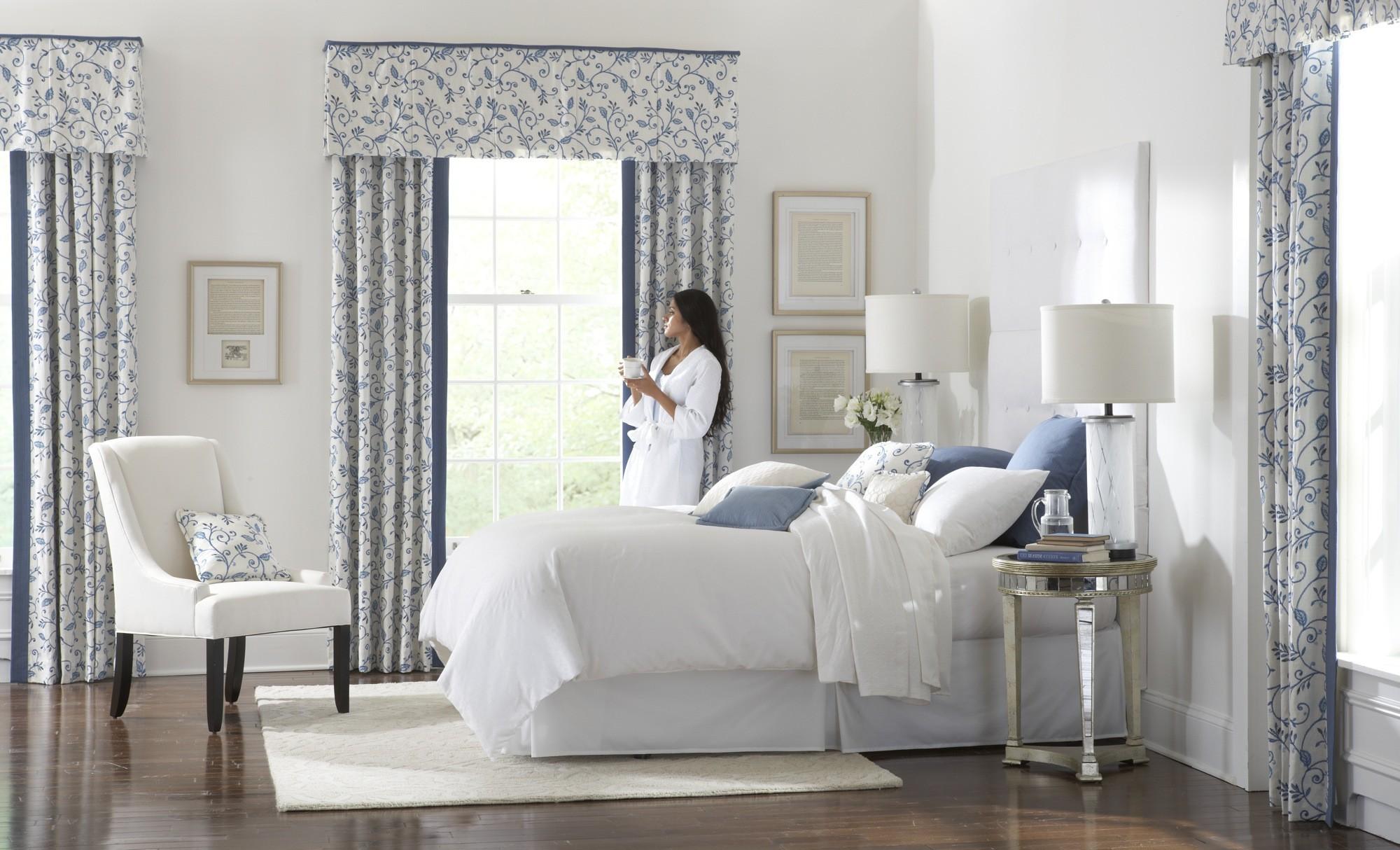 Шторы в спальне под характер человека