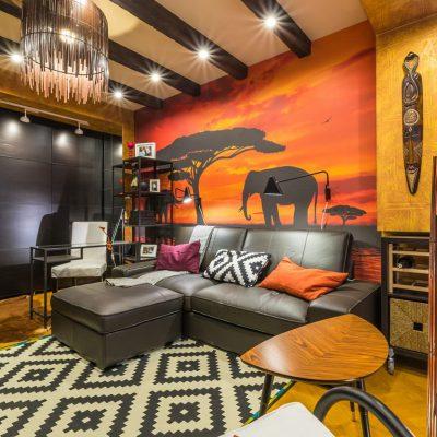 Оранжевая гостиная в африканском стиле