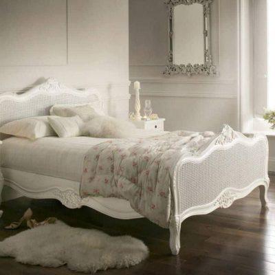 Спальня с элементами старины