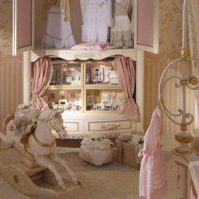 Кукольный домик в шкафу в стиле шебби-шик