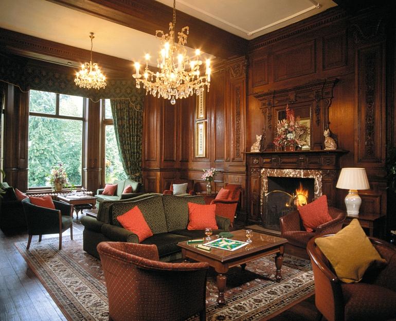 Как оформить гостиную в викторианском стиле