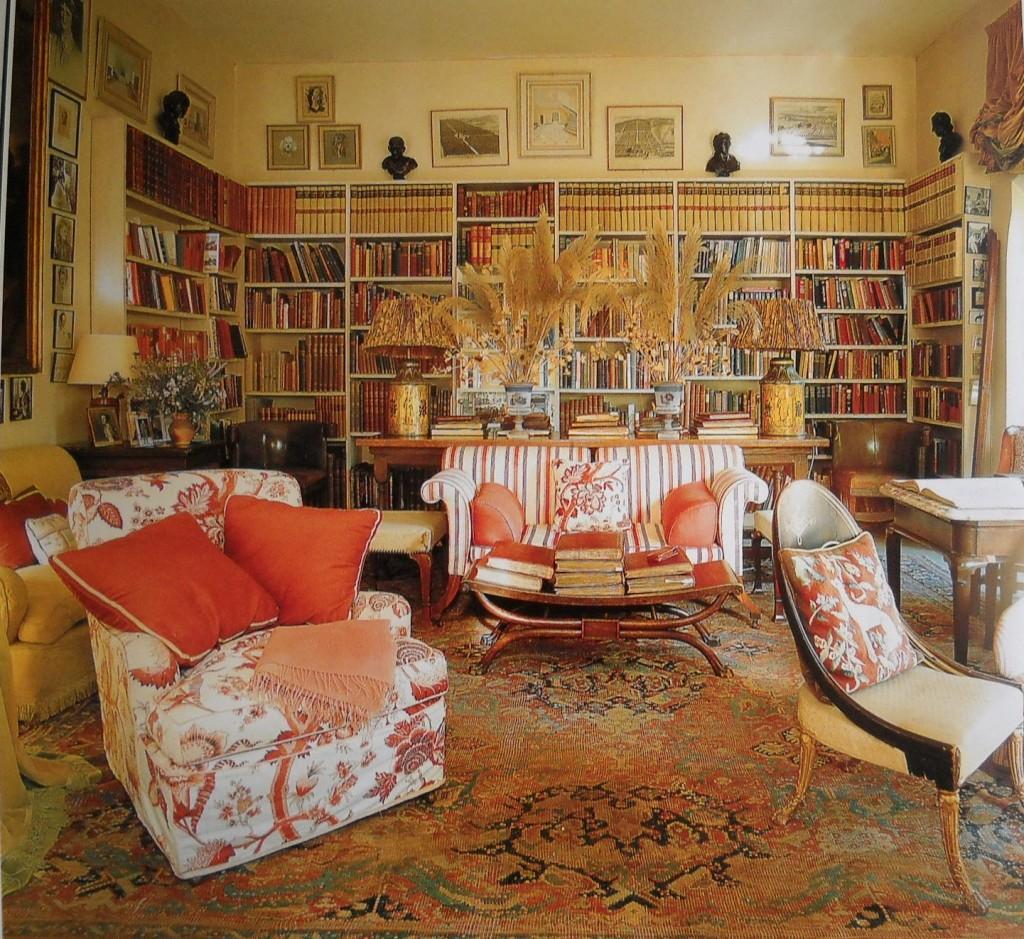 Гостиная с элементами викторианского стиля