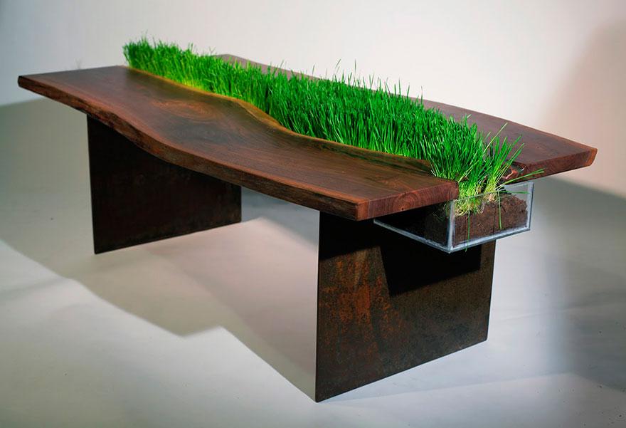 Стол с живой травой