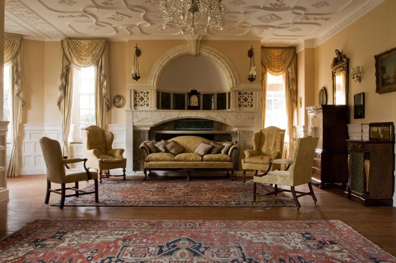 Интерьер гостиной оформленой в стиле ампир