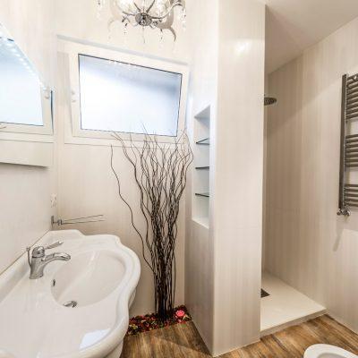 Интерьер ванной комнаты в современном стиле эко минимализм