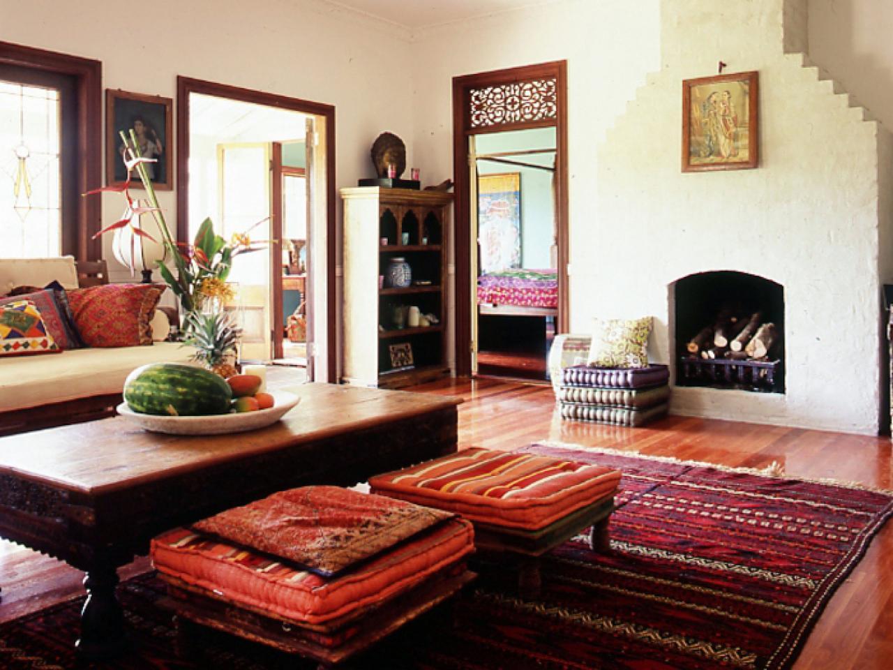 Кофейный столик в индийском стиле
