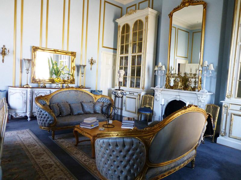 Красивая гостиная в стиле ампир