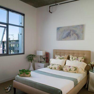 Красивый дизайн спальни в эко стиле