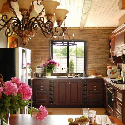 Кухни под дерево в романском стиле