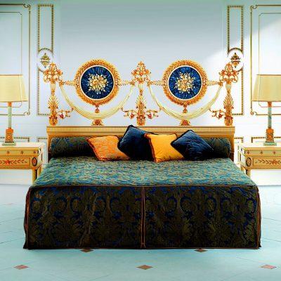 Лаконичный интерьер спальни с элементами стиля ампир
