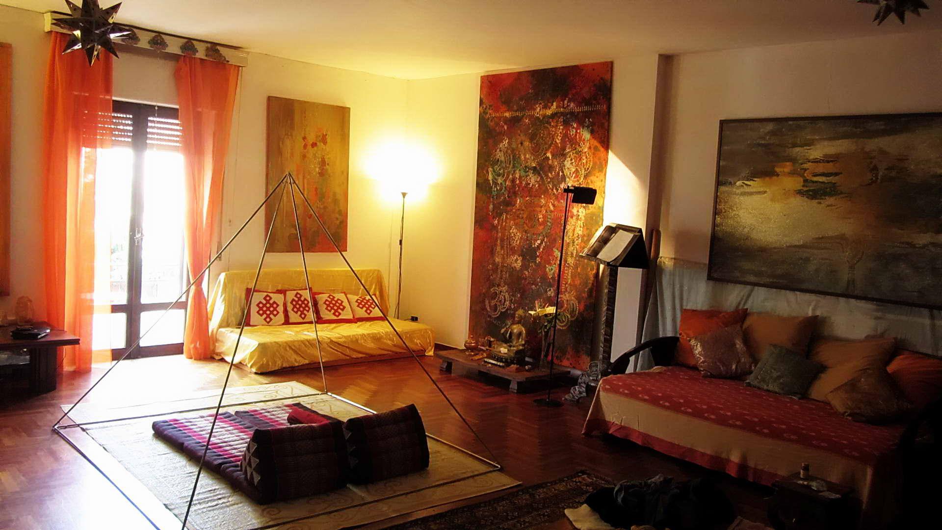 Мебель в индийском помещении