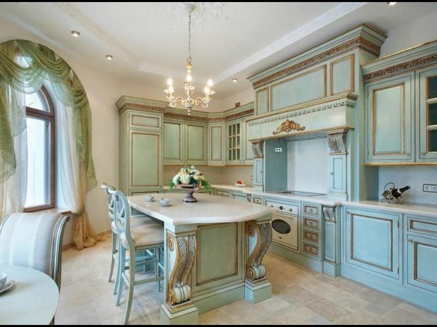 Роскошный дизайн кухни в стиле рококо