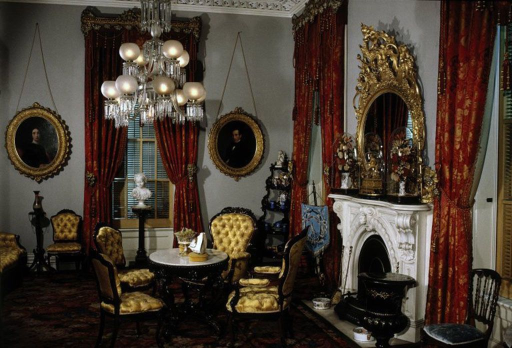 Шторы в викторианском стиле