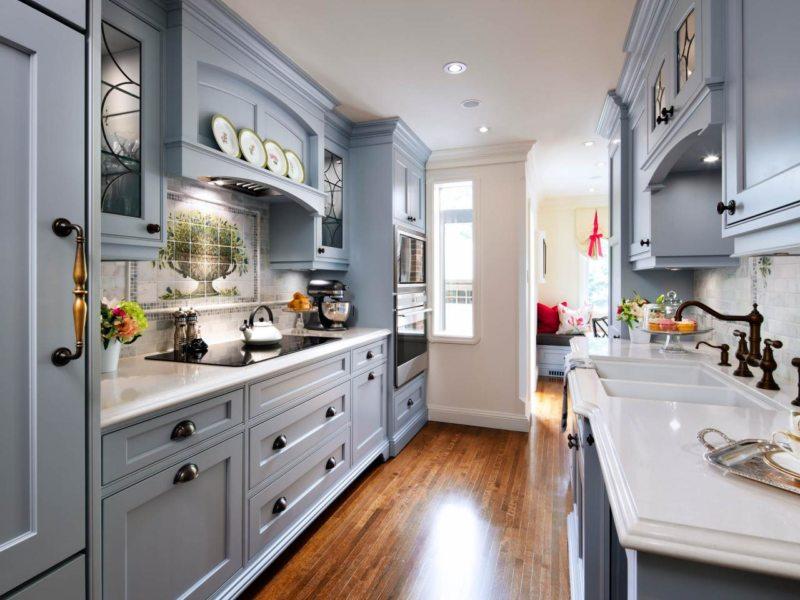 Узкая кухня в стиле рококо