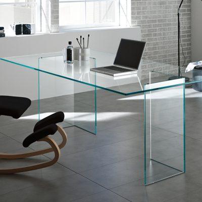 Необычный стул в кабинете в стиле модерн