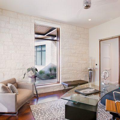 Уютный кабинет в стиле модерн
