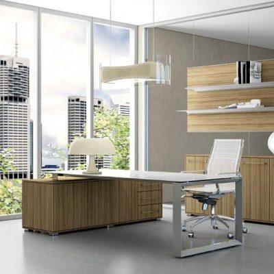 Кабинет в стиле модерн с деревянной мебелью