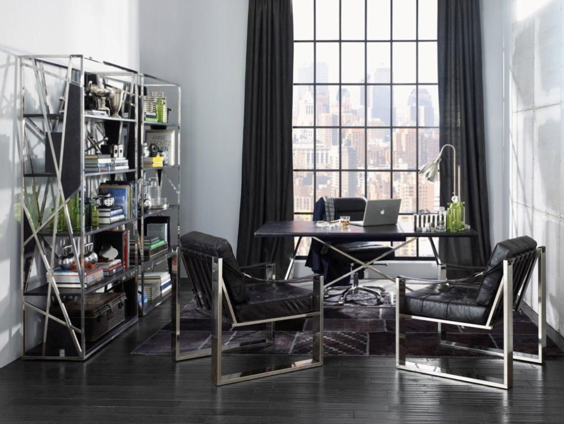 Черная мебель с хромированными элементами