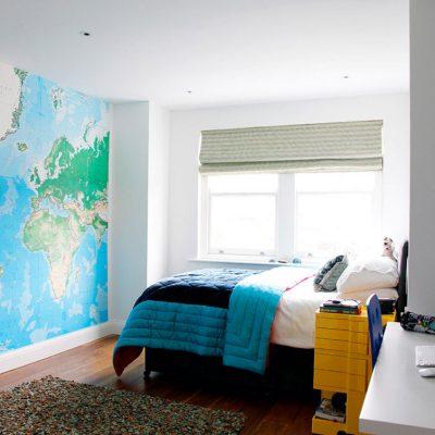 Карта мира в комнате для подростка