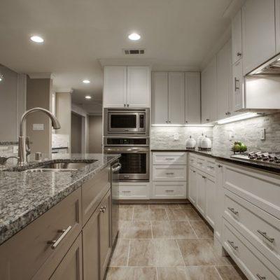 Бежево-серая кухня в стиле контемпорари