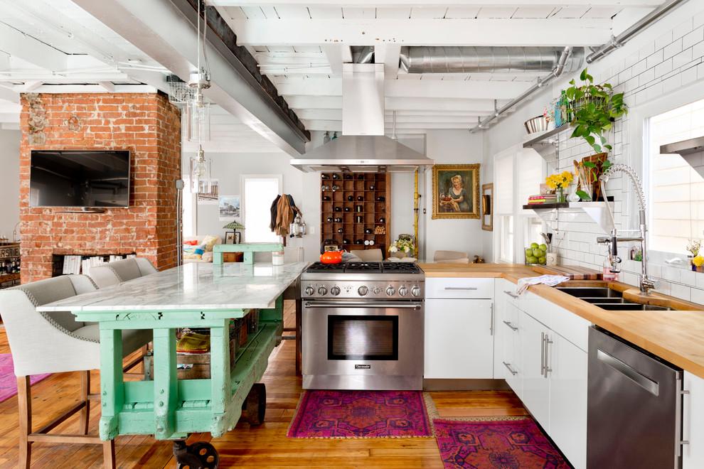 Эклектичная кухня в квартире-студии
