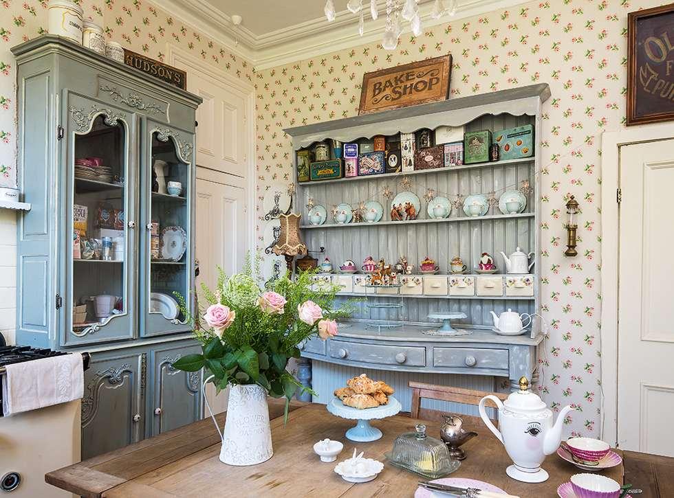 Шкафы для посуды в французском стиле