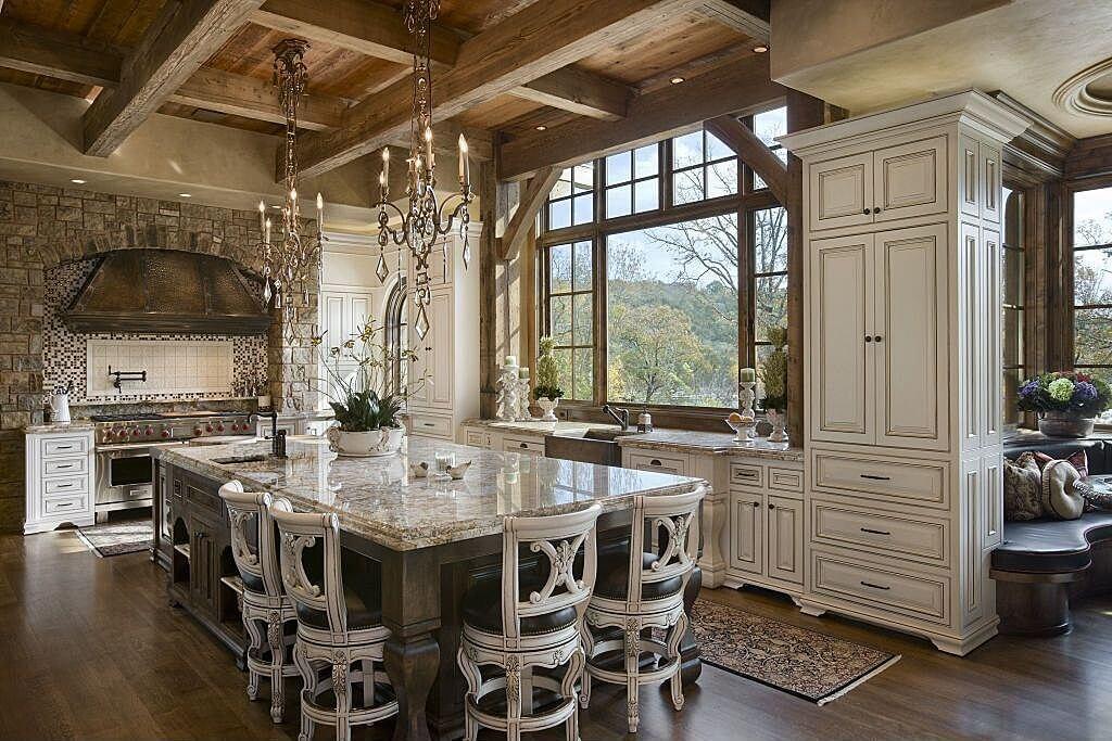 Роскошная кухня в французском стиле