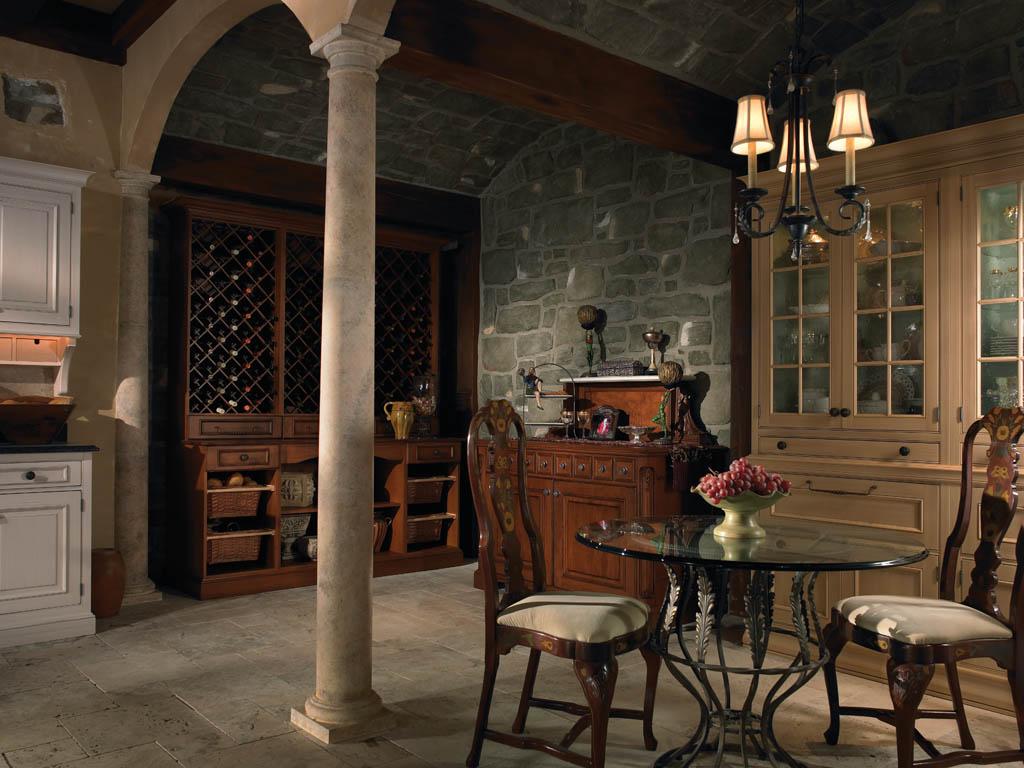 В просторную кухню лучше повесить кованые светильники