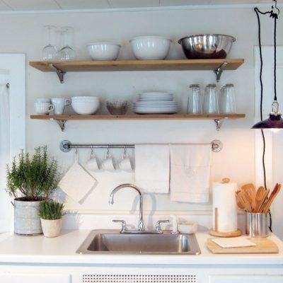 Простая люстра-фонарь на кухню в стиле прованс