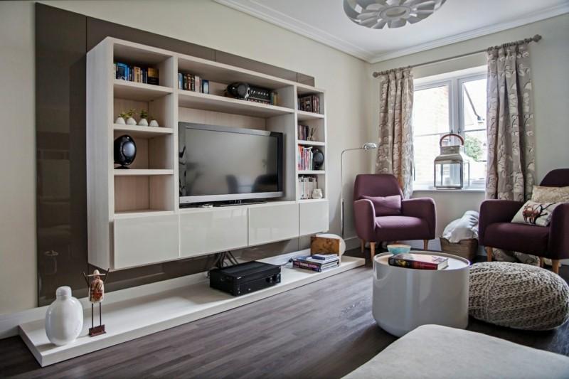 Чтобы сделать гостиную модной и актуальной, стоит обратить внимание на мебель из современных материалов