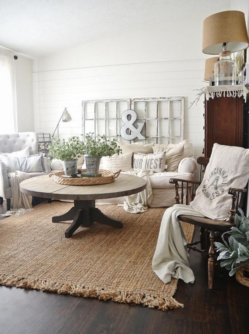 Натуральный ковер и другой текстиль в гостиной в экостиле