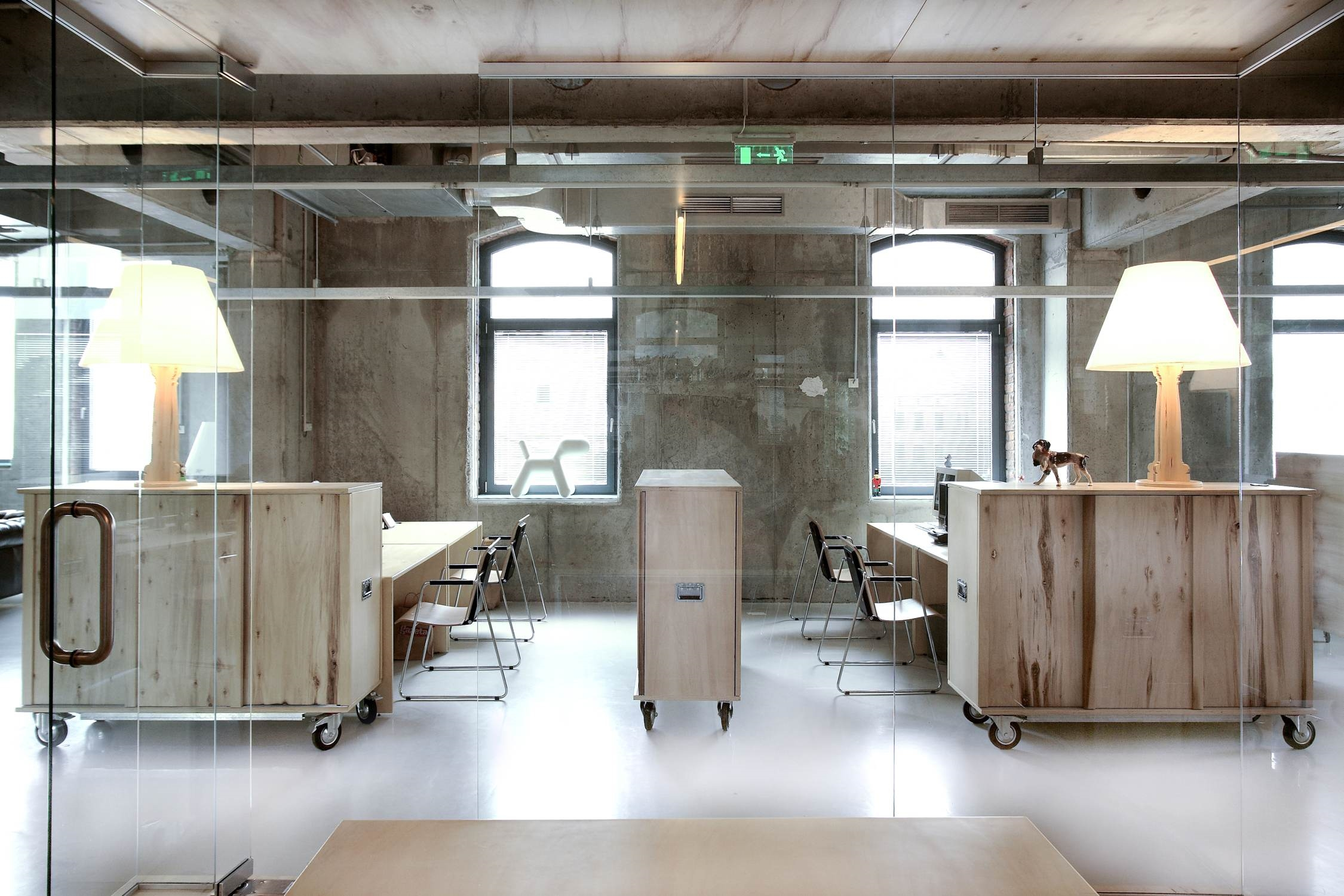 Колесики - удобный и практичный элемент офисной мебели