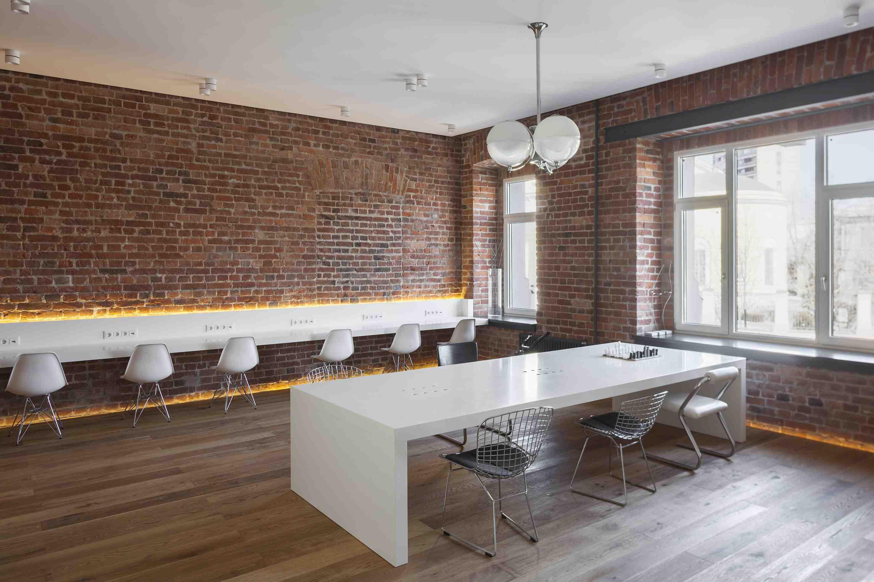 Рабочая мебель для лофта отличается своей простотой