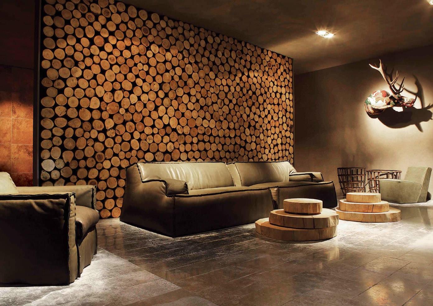 Оформление стен спилами в гостиной в экостиле