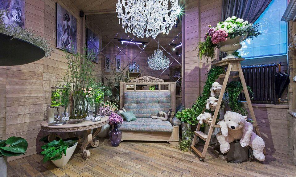 В комнату в стиле прованс отлично впишутся цветы и живые растения