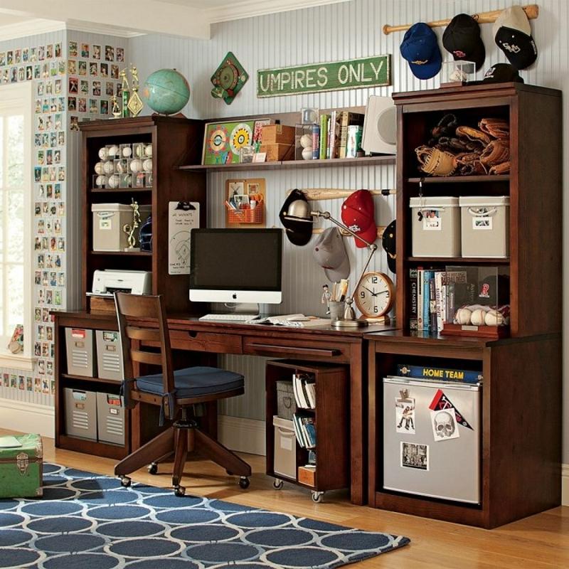 Рабочее место в комнате для подростка