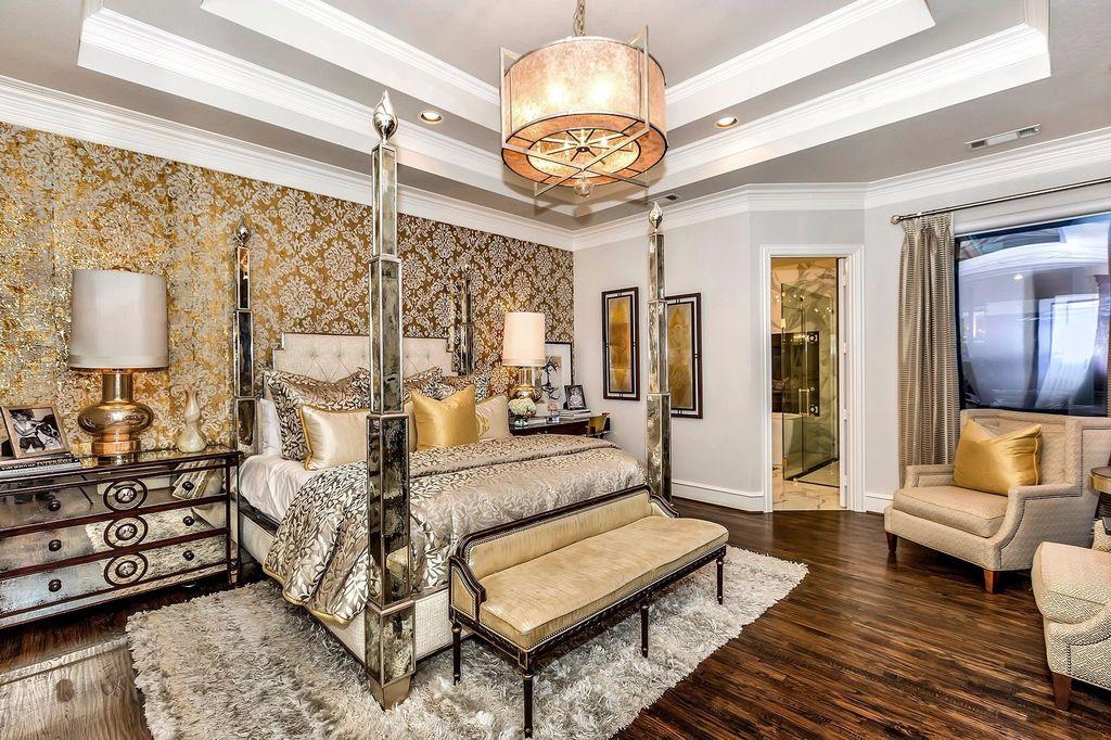 Роскошная спальня с зеркальной мебелью