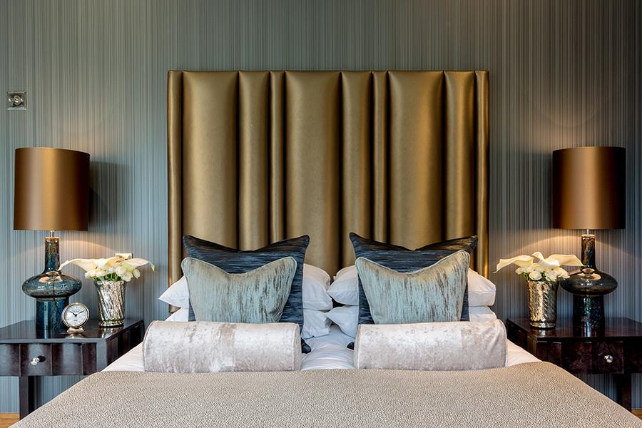 Изголовье кровати цвета зеленый металлик