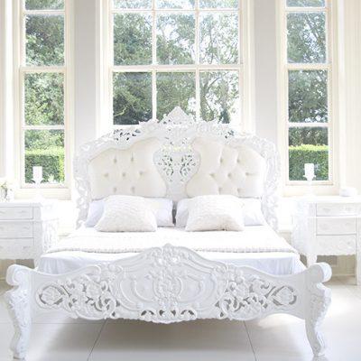 Белая кровать рококо