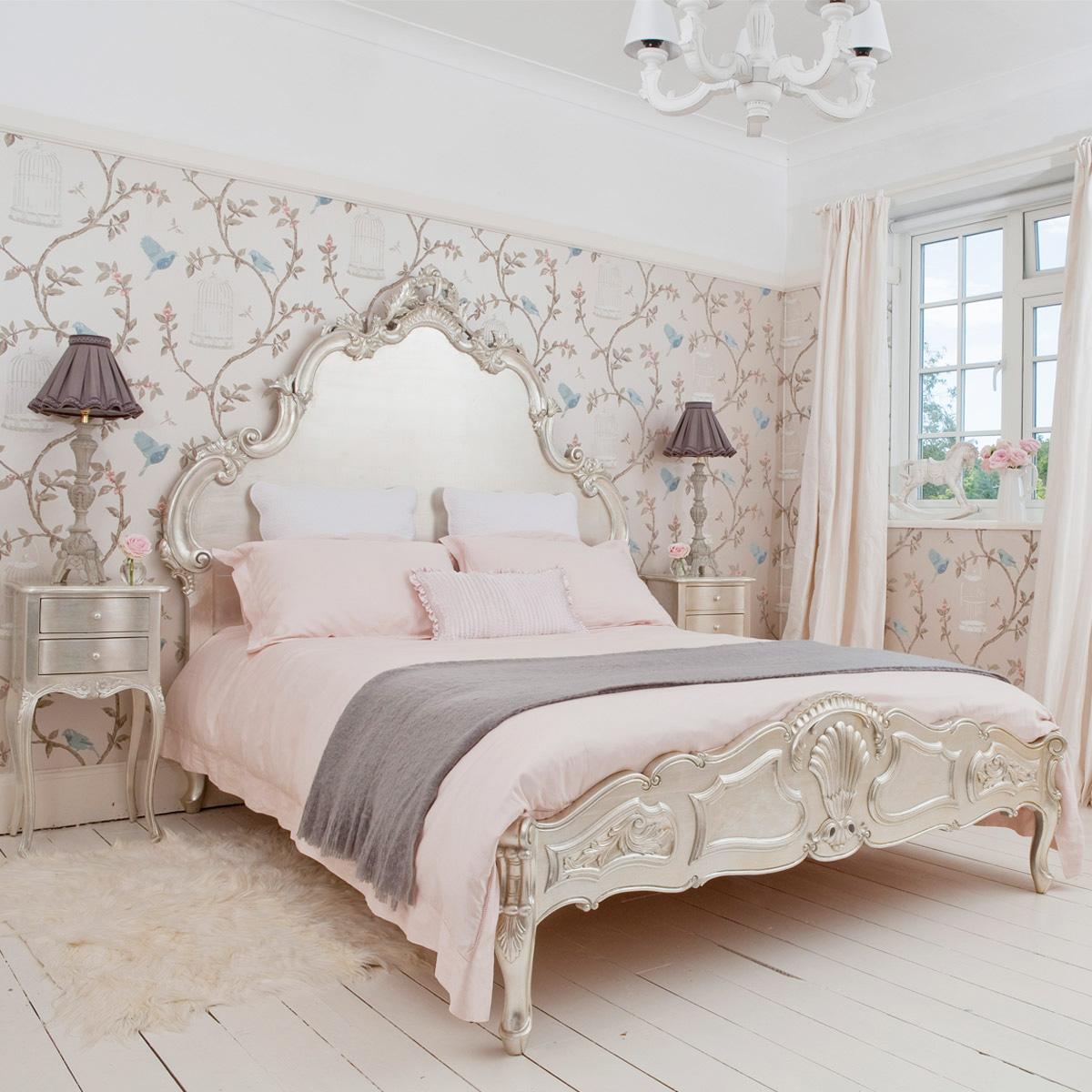 Простой вариант отделки пола в спальне рококо