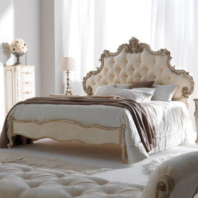 Белоснежная спальня в стиле рококо