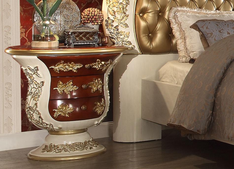 Лепнина в стиле рококо присутствует везде: в отделке потолка, стен, мебели